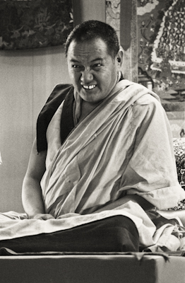 Lama Yeshe teaching at Yucca Valley, California, 1977. Photo: Carol Royce-Wilder