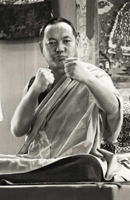 Lama Yeshe teaching at Yucca Valley California, 1977. Photo: Carol Royce-Wilder.