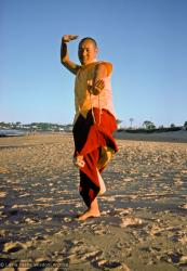 (15924_sl.psd) Lama Yeshe dancing/debating on the beach after the month-long course at Chenrezig Institute, Australia, 1975. Photo by Anila Ann.
